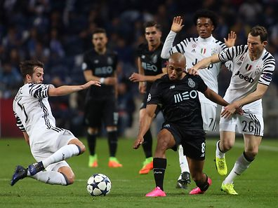 FC Porto's Brahimi (3-R) in action against Juventus Pjanic (L) Quadrado (2-R) and Lichtsteiner during their UEFA Champions League round of 16, first leg soccer match, held at Dragao stadium, in Porto, Portugal, 22nd February 2017. JOSE COELHO/LUSA