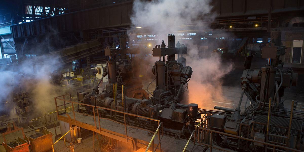 ArcelorMittal fährt aufgrund der Stahlschwemme am Weltmarkt Verluste ein.
