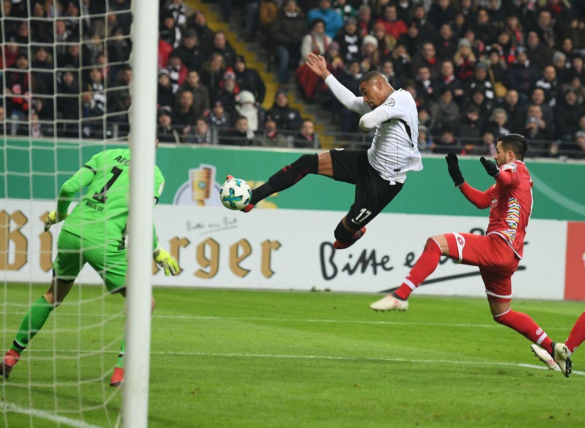 Kevin-Prince Boateng (am Ball) und sein Team ließen Mainz keine Chance.
