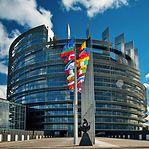 Bruxelas processa Luxemburgo por não cumprir diretivas sobre aquisição, venda e posse de armas