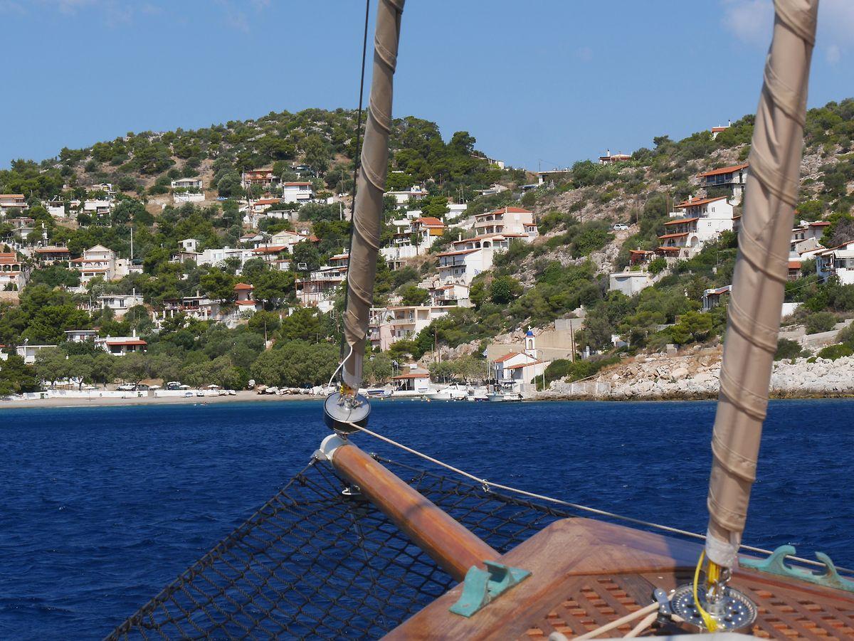 Zu einem Hellas-Urlaub gehört ein Abstecher in eine Bucht der Insel Salamis unbedingt dazu.