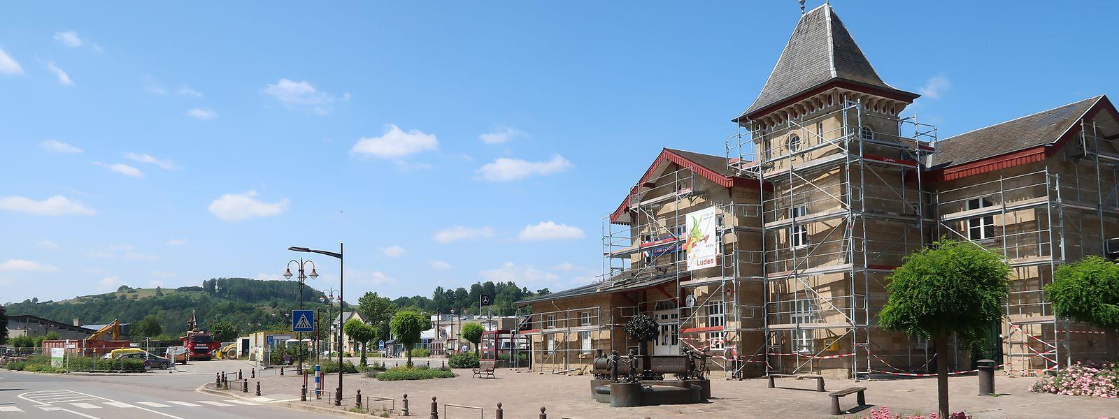 Das Bahnhofsgebäude von Diekirch erhält eine neue Fassade.