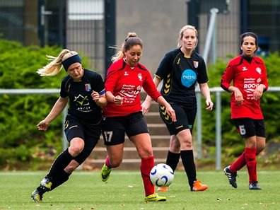13. Marianne Stumpfer - 17 Sara Lopes de Matos Da Rosa  / Football FÉMININ: 16e journée de la Ligue 2 Dames: AS Rupensia Larochette - Entente CeBra/Itzig/Canach II / 01.04.2017 / Larochette / Photo : Julien Ramos / Imagify
