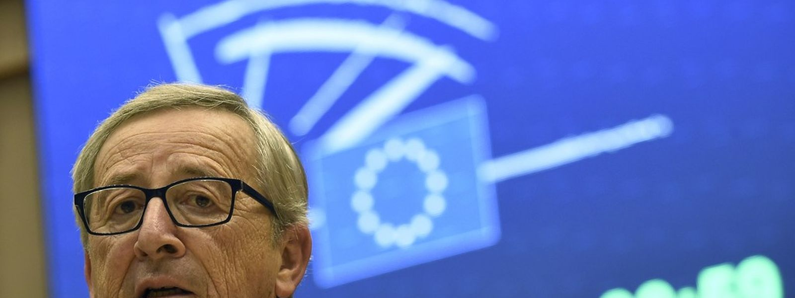 «Cessez de m'insulter!», s'est exclamé lundi devant le Parlement européen le président de la Commission Jean-Claude Juncker, à l'intention des élus europhobes qui ont déposé contre lui une motion de censure après les révélations sur le scandale LuxLeaks.