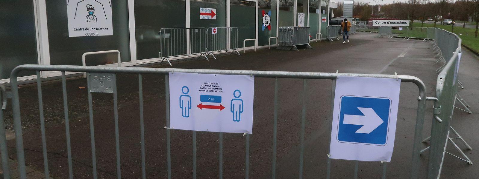 Am Donnerstag gab keine Warteschlangen vor dem Covid-Zentrum in Esch-Lankelz. Allerdings musste so mancher, der sich hier testen lassen wollte, wieder umkehren. Foto: Nicolas Anen