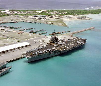 """Da base de Diego Garcia descolaram os aviões que bombardearam o Iraque e o Afeganistão. O local é chamado """"ilha da vergonha"""" pelo antropólogo David Vine, no seu livro """"Island of Shame"""""""