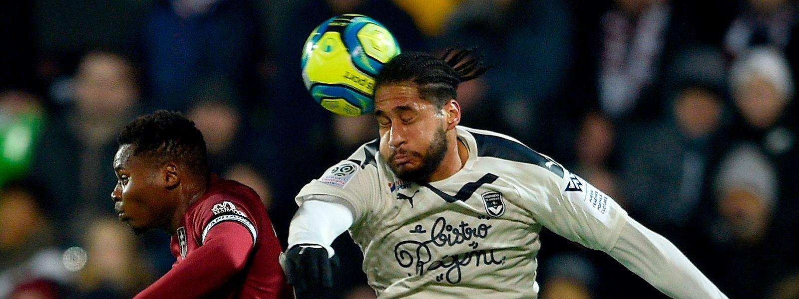 Habib Diallo dominé par Pablo Nascimento. Le FC Metz s'est fait surprendre à domicile par les Girondins de Bordeaux 1-2.