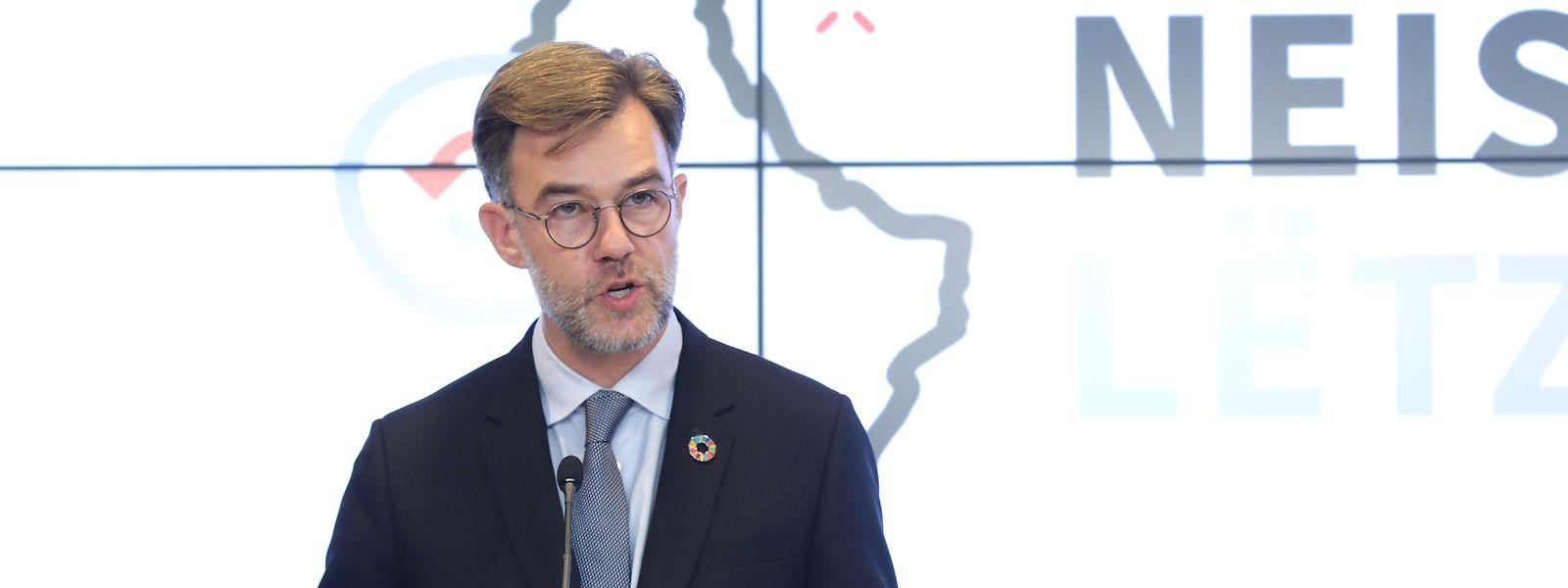 Franz Fayot bei einer Pressekonferenz.