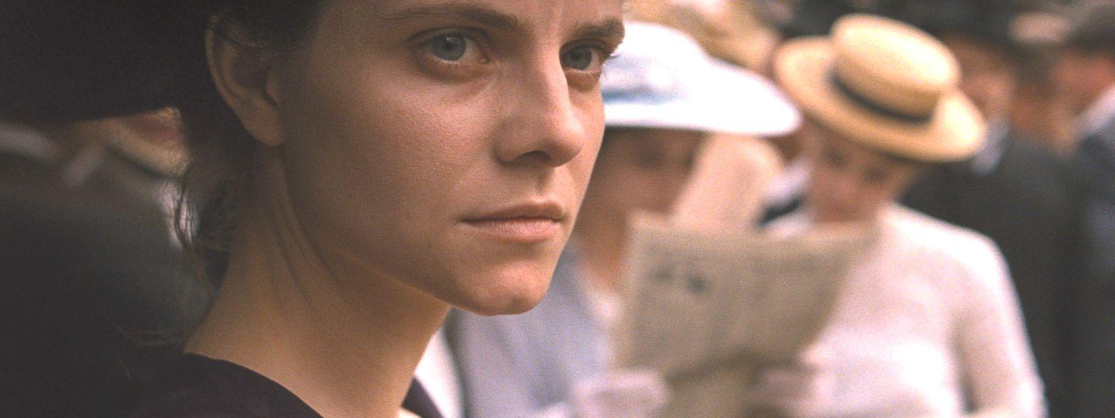 Irisz Leiter (Juli Jakab) veut percer le mystère de sa famille: une opération à risques.