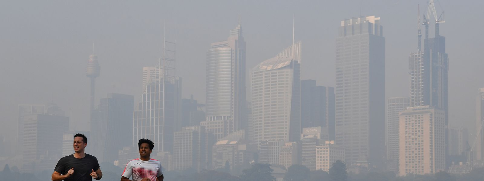 Eine dicke Rauchschicht hängt über Sydneys zentralem Geschäftsviertel.