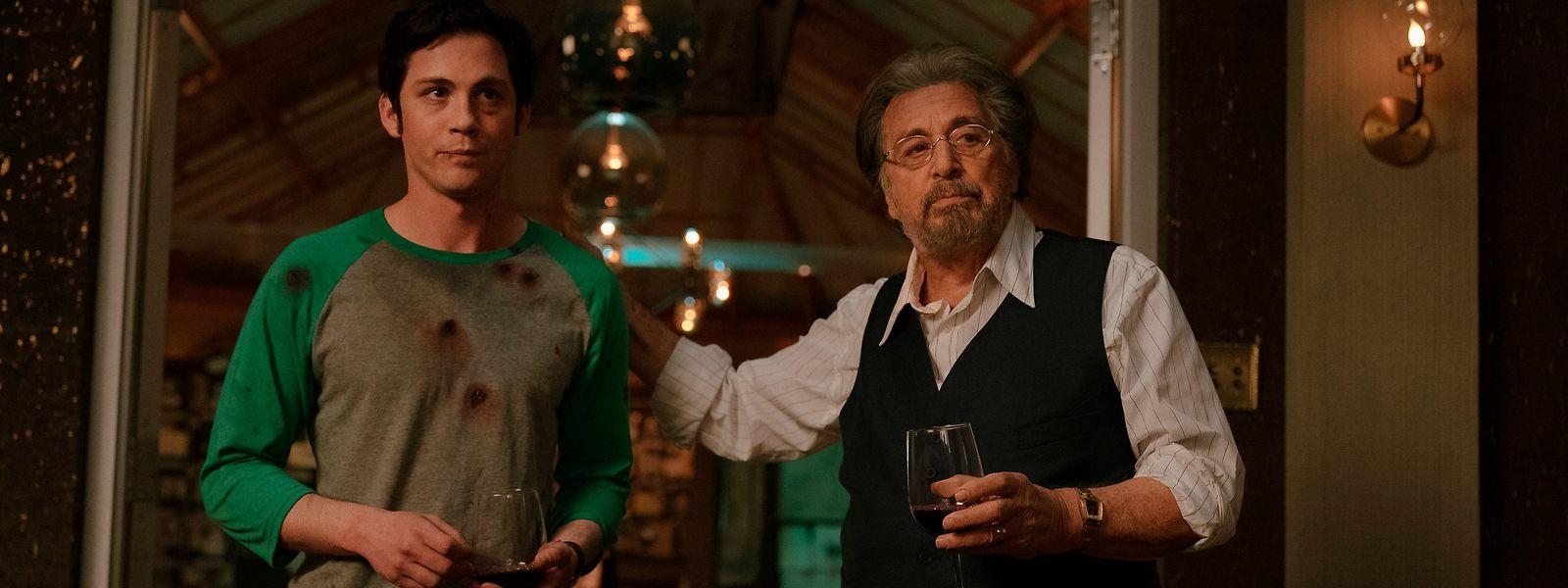 """Jonah Heidelbaum (Logan Lerman l.) wird vom alten Meyer Offerman (Al Pacino) in den Kreis der """"Hunters"""" aufgenommen."""