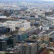 Ausblick vom neuen Wasserturm am Ban de Gasperich über die Hauptstadt. Seit fünfeinhalb Jahren gilt sie offiziell als Großstadt.