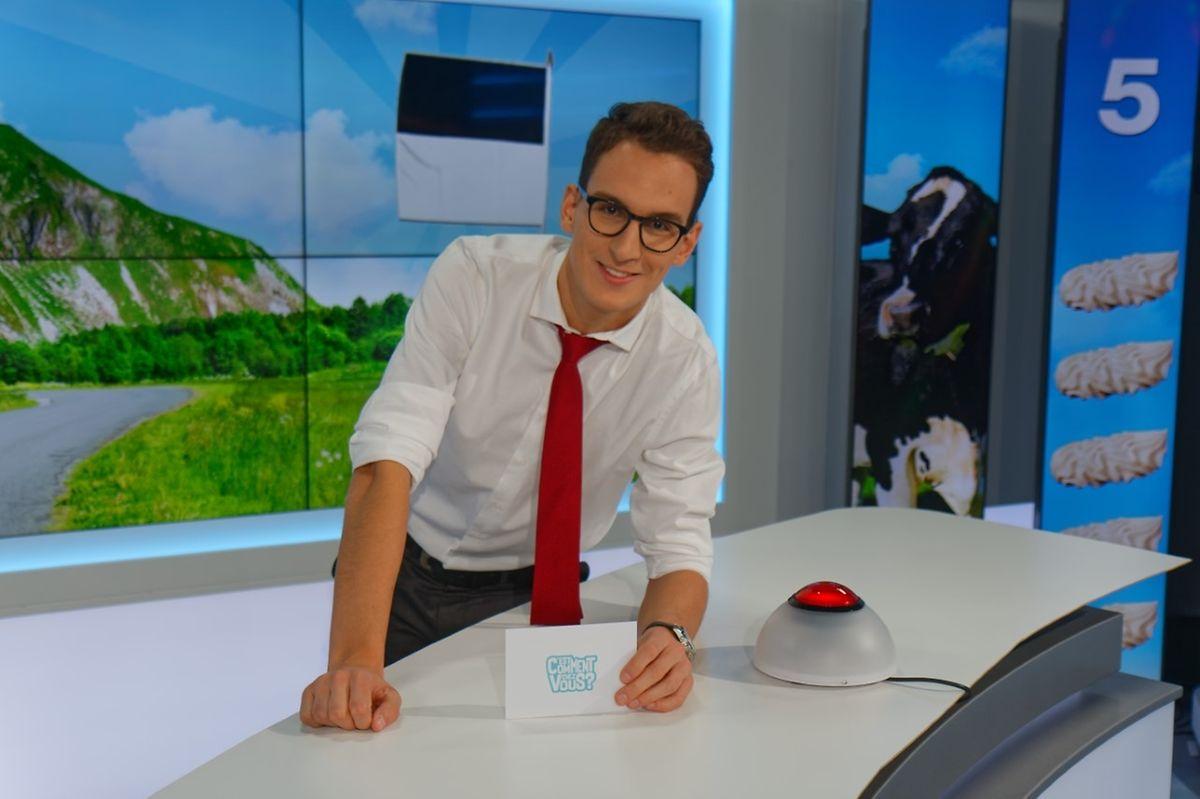 """O português divide o seu trabalho entre a rádio e a televisão. Na foto, em estúdio, no programa que dirige no canal regional francês """"La Téle"""", difundido nos cantões suíços de Vaud e Fribourg."""