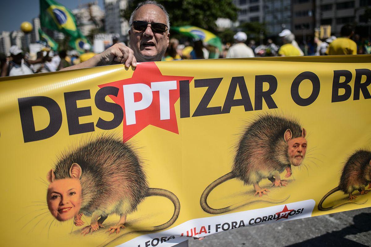 2015 sah sich Lula heftigen Protesten der Bevölkerung ausgesetzt.