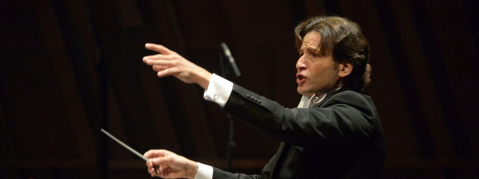 Gustavo Gimeno bleibt an der Seite von Luxemburgs Philharmonieorchester.