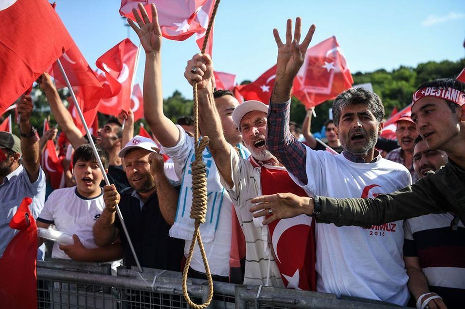 Im türkischen Volk stößt der Wille der Regierung zur Wiedereinführung der Todesstrafe mitunter auf Zuspruch.