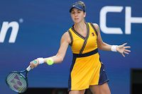 NEW YORK, NEW YORK - SEPTEMBER 08: Belinda Bencic of Switzerland returns against Emma Raducanu of the United Kingdom during her Women�s Singles quarterfinals match on Day Ten of the 2021 US Open at the USTA Billie Jean King National Tennis Center on September 08, 2021 in the Flushing neighborhood of the Queens borough of New York City.   Al Bello/Getty Images/AFP == FOR NEWSPAPERS, INTERNET, TELCOS & TELEVISION USE ONLY ==