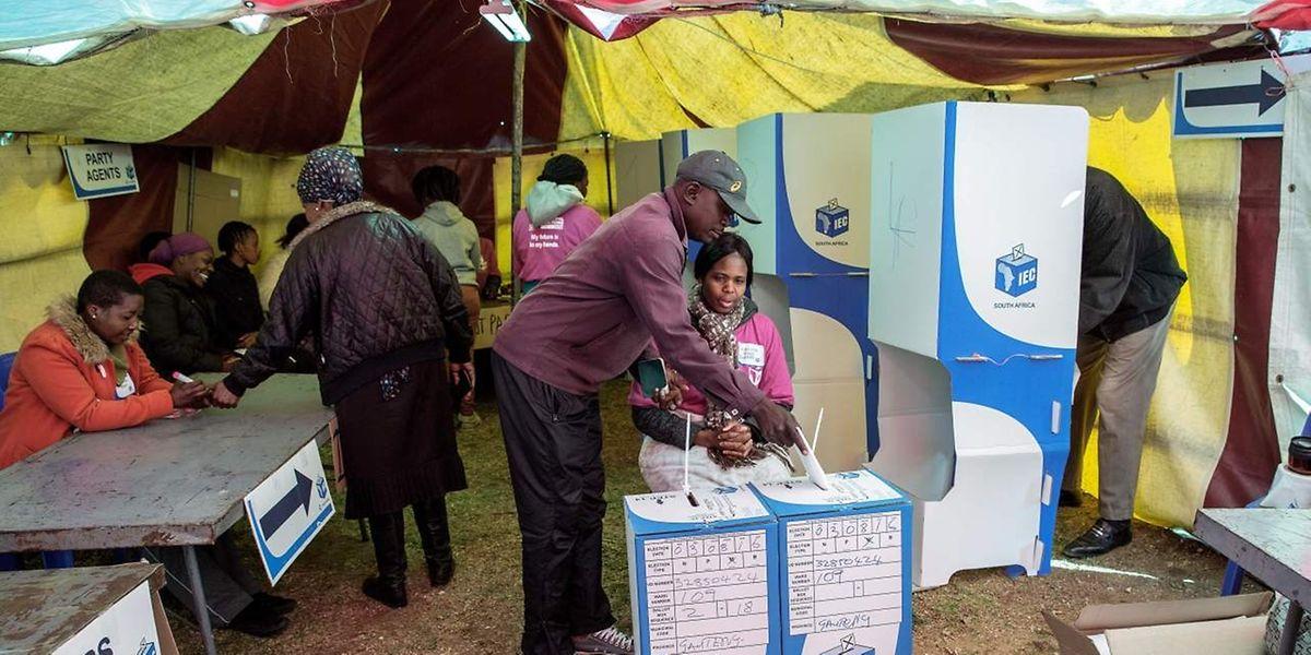 Nelson Mandelas frühere Partei riskiert Stimmen zu verlieren.