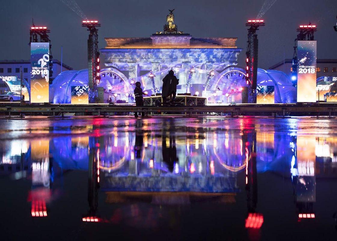 Illuminations sur la porte de Brandebourg à Berlin