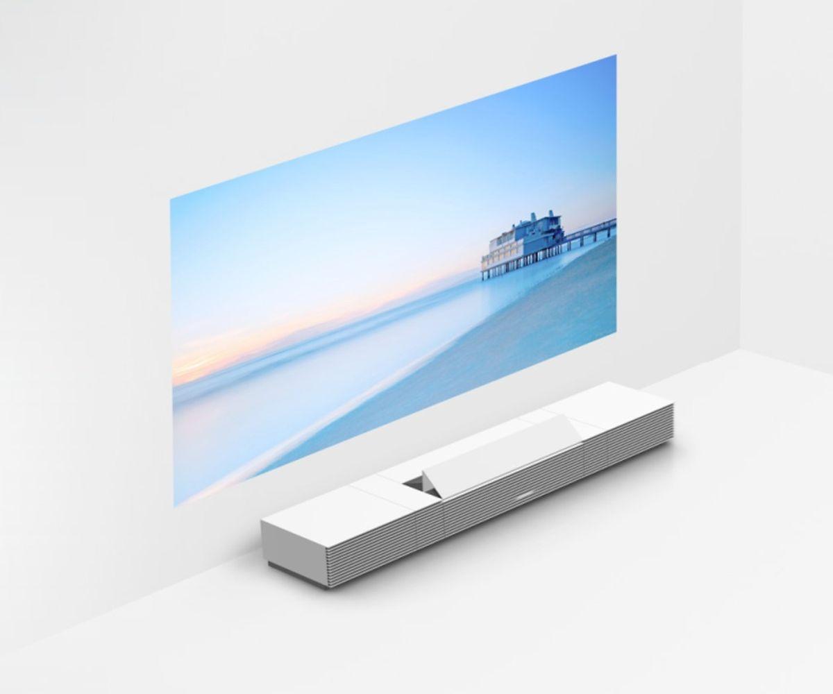 Der Ultrakurzdistanzbeamer von Sony ist fast eher Möbelstück als Elektrogerät.