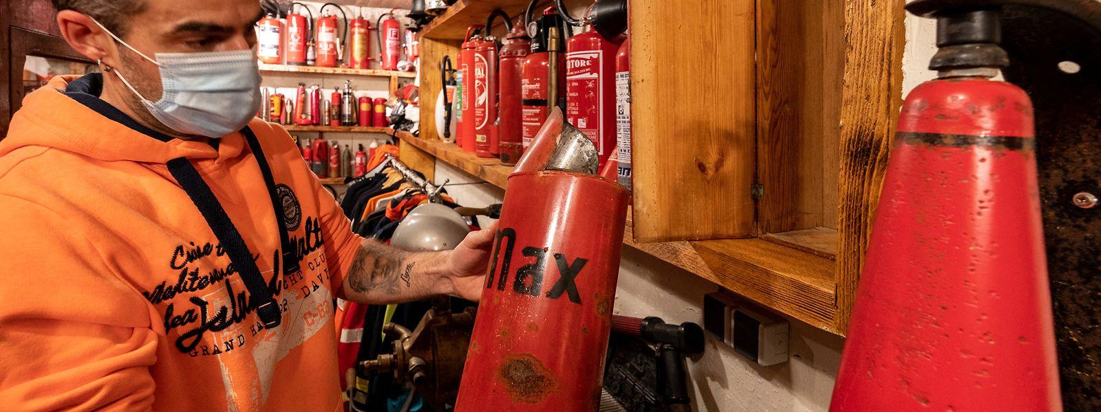 Lok , Sueden , Eischen , Cliff Delvaux und seine Sammlung von Feuerlöschern , Foto:Guy Jallay /Luxemburger Wort