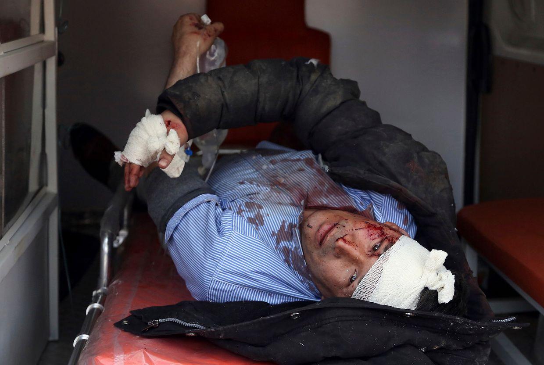 Bei dem schweren Anschlag im Zentrum der afghanischen Hauptstadt hat es nach offiziellen Angaben bisher mindestens 95 Tote und hunderte Verletzte gegeben. Die radikalislamischen Taliban haben den Anschlag für sich reklamiert.