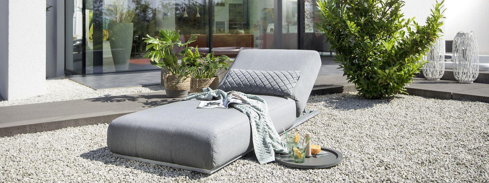 Gartenmöbel kommen am Boden an:Neue Liegen wie zum Beispiel das Modell Ego vonKettler kommen ohne Beine aus.