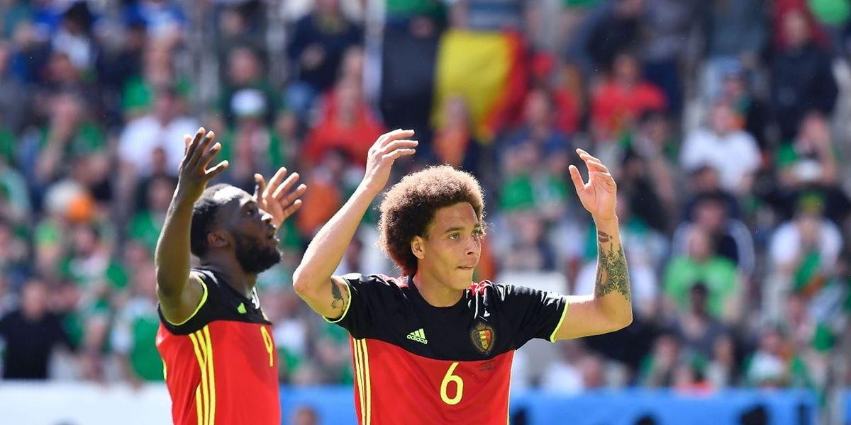 Axel Witsel (à droite) et Romelu Lukaku fêtent le troisième but de l'incroyable sélection belge.