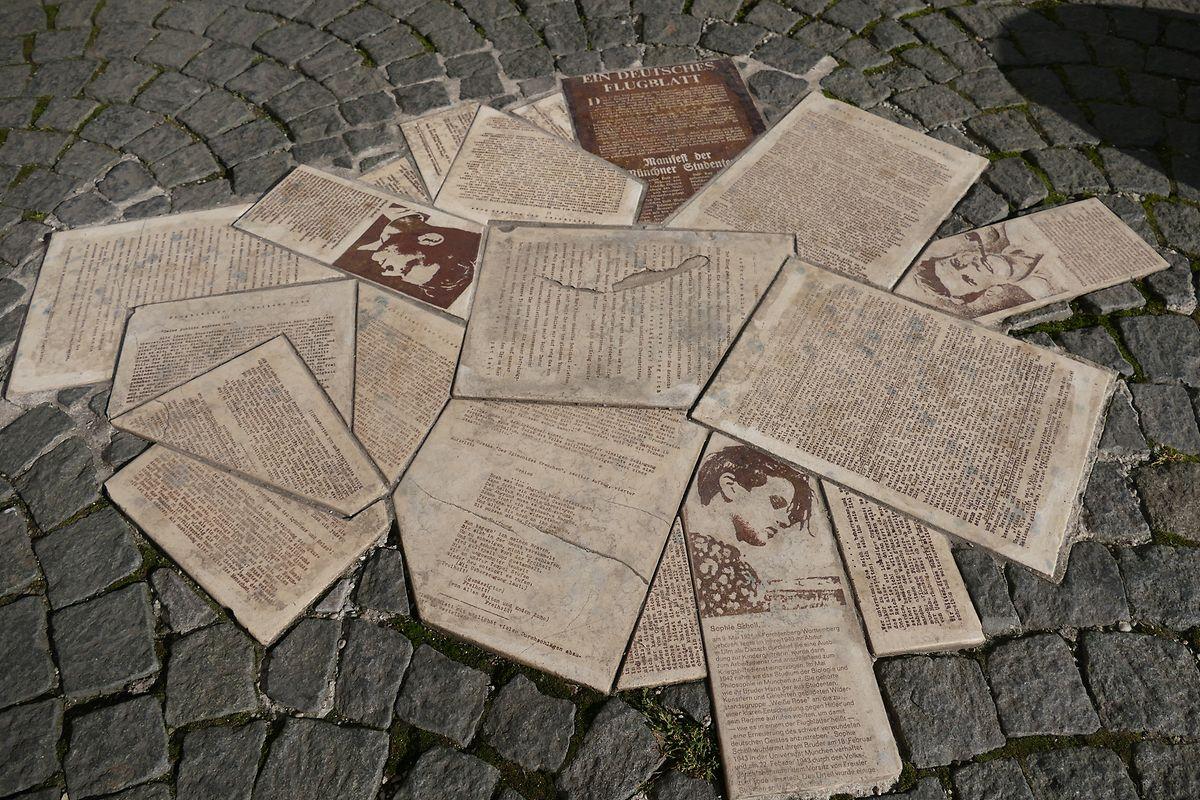 Das Denkmal für die Geschwister Scholl und Christoph Probst vor der Münchner Universität.