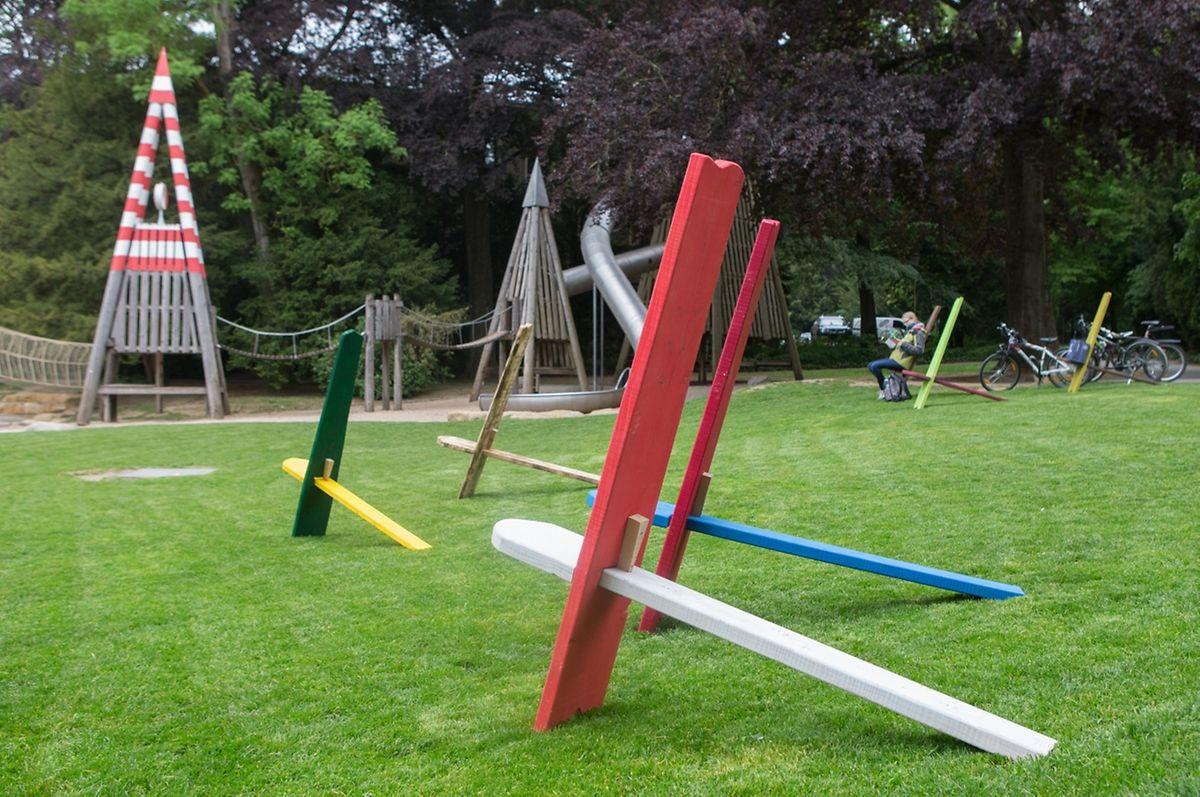 In mehreren Parks wurden insgesamt 120 farbige Stühle installiert.