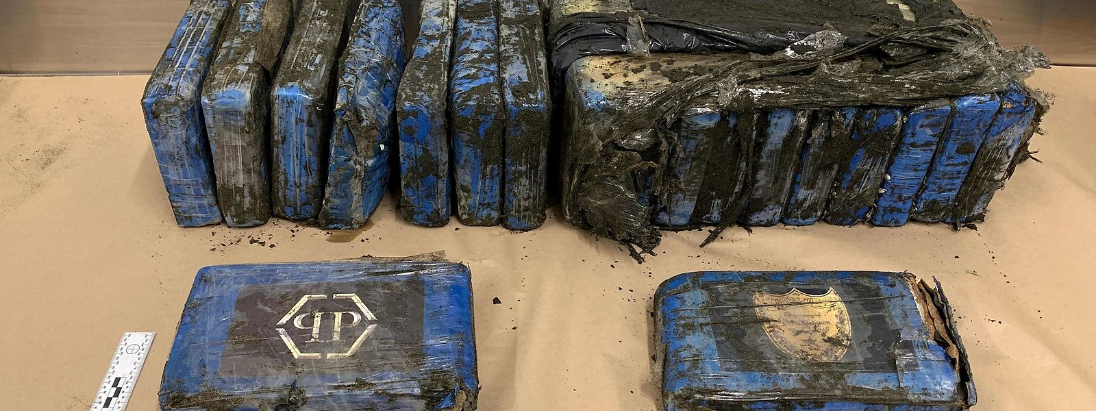 Die Polizei in Neuseeland fand 19 Kokainpäckchen an einem Strand nahe Auckland.
