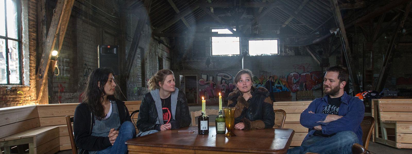 Justine Blau, Marlène Kreins, Nora Wagner und Misch Feinen laden zum Austausch in ihr neues kreatives Zuhause nach Düdelingen ein.