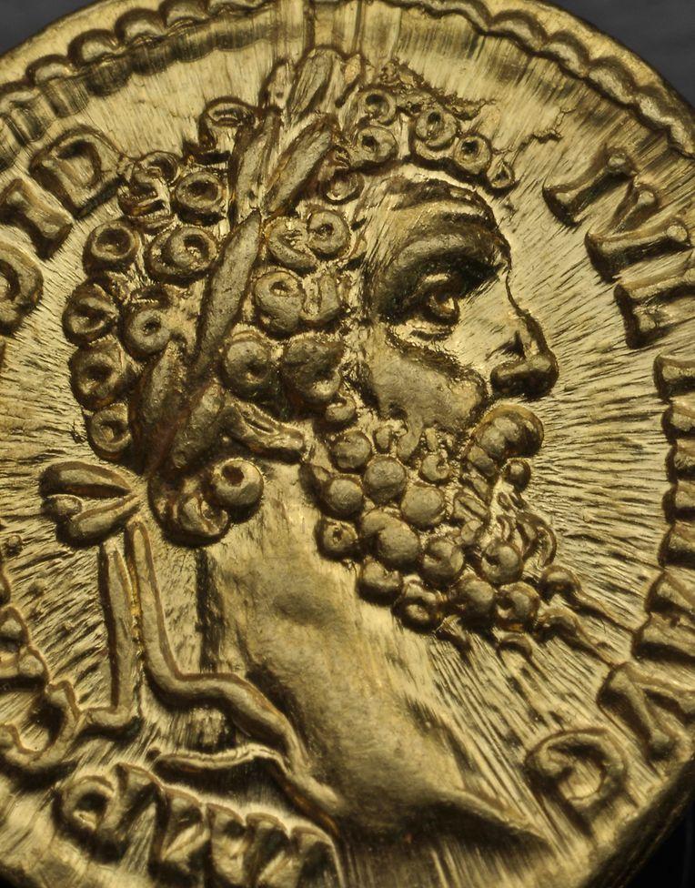 Unter den Münzen befindet sich ein Porträt des römischen Kaisers Didius Julianus (133 o. 137 bis 193).