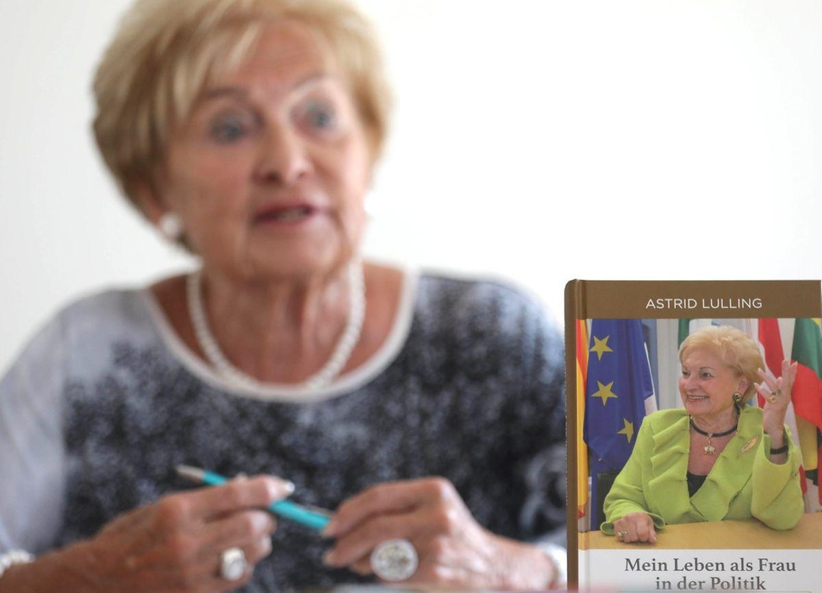 Die Autobiografie von Astrid Lulling ist im Selbstverlag erschienen und ist zum Preis von 19,50 Euro im Buchhandel erhältlich.