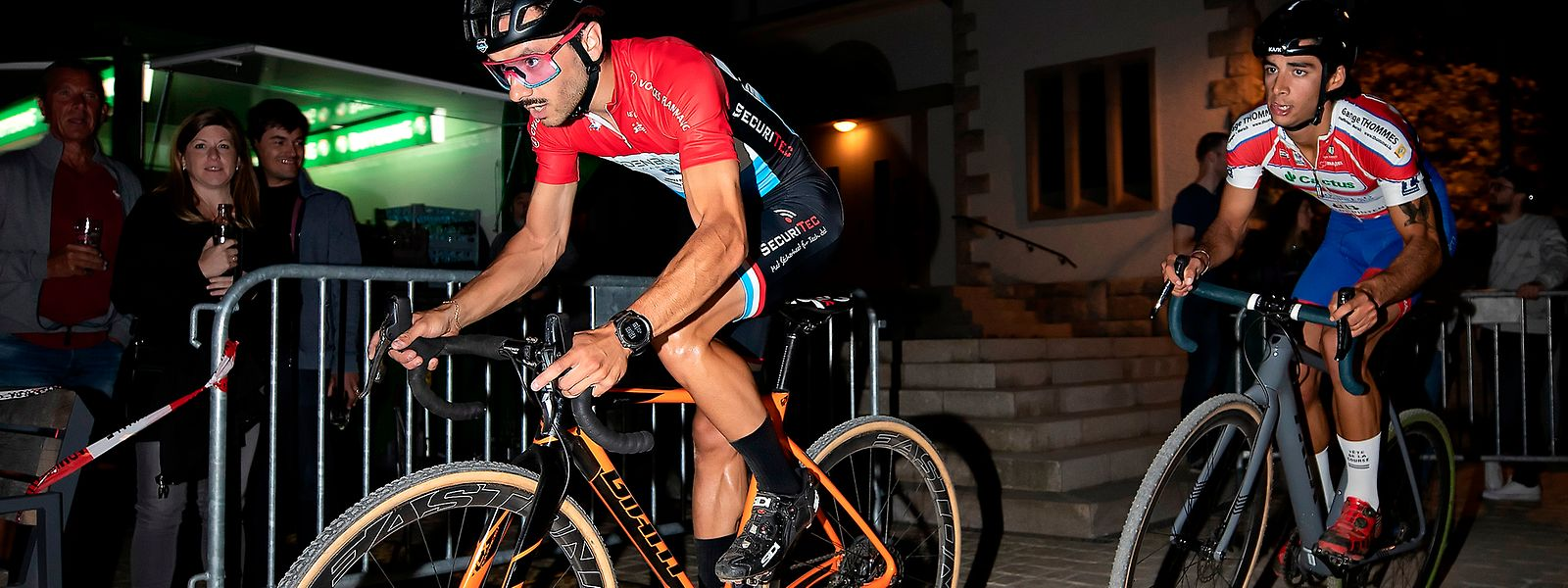 Vincent Dias Dos Santos vor Tristan Parrotta beim Urban Cross by Night.