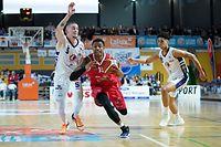 Lavone M Holland (Musel Pikes - 15) gegen Joe Biever (Basket Esch #5) / Basketball, Loterie Nationale Coupe de Luxembourg, Pokal, Saison 2019-2020, Halbfinale / 01.02.2020 /Basket Esch - Musel Pikes / Coque - Gymnase, Luxemburg /Foto: Ben Majerus