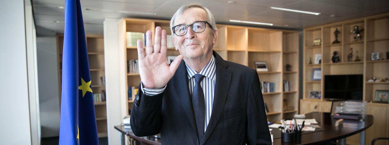 Envahi par la nostalgie, Jean-Claude Juncker a passé le témoin mardi après cinq années à la présidence de la Commission européenne