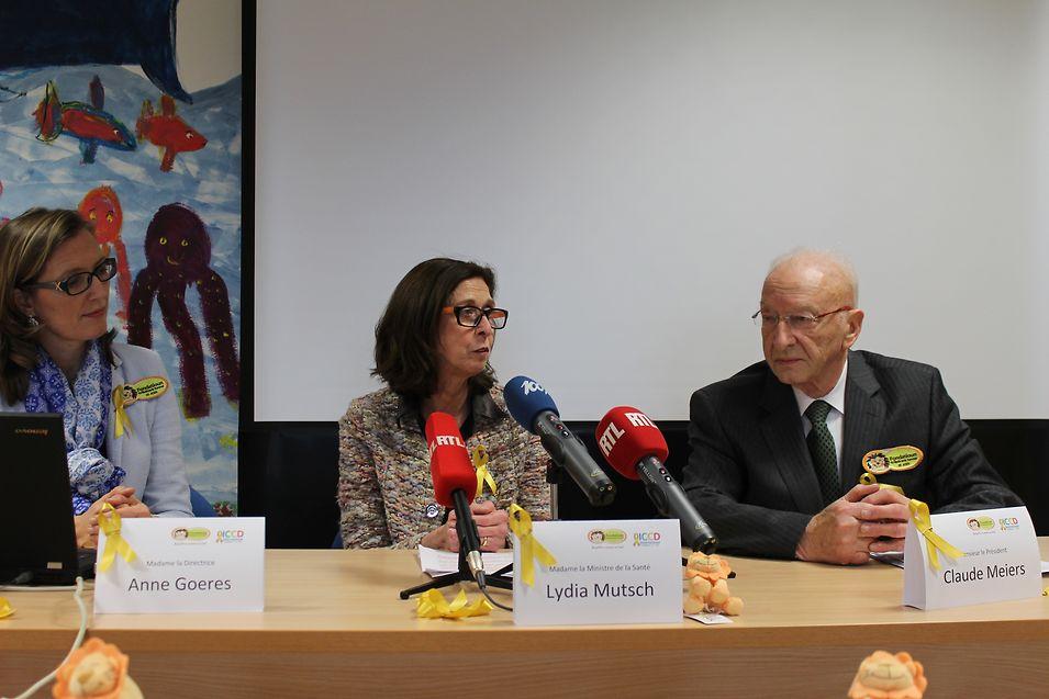 Anne Goeres, la directrice de la Fondatioun Kriibskrank Kanner (à gauche), Lydia Mutsch, ministre de la Santé, et Claude Meiers, président de la fondation.