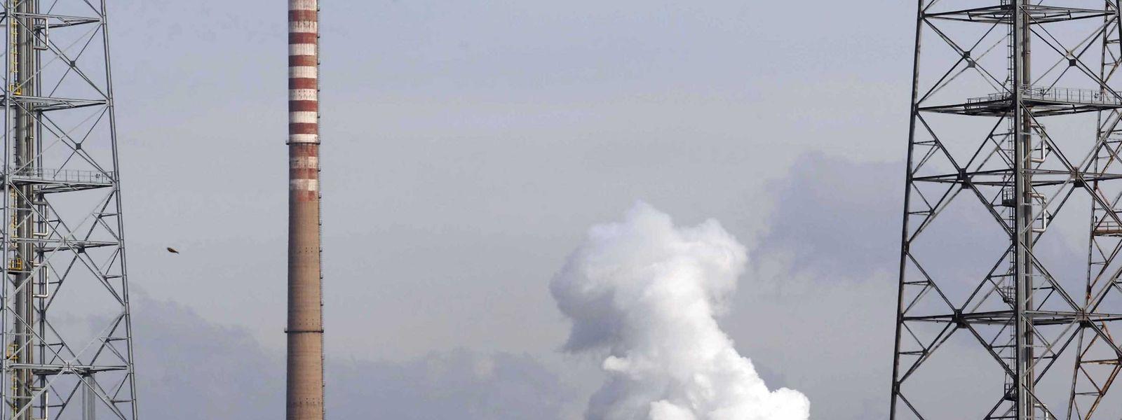 Les haut fourneaux de Tarente continuent de fonctionner, en attendant la reprise incertaine du site par ArcelorMittal, toujours en pourparlers avec le pouvoir italien.