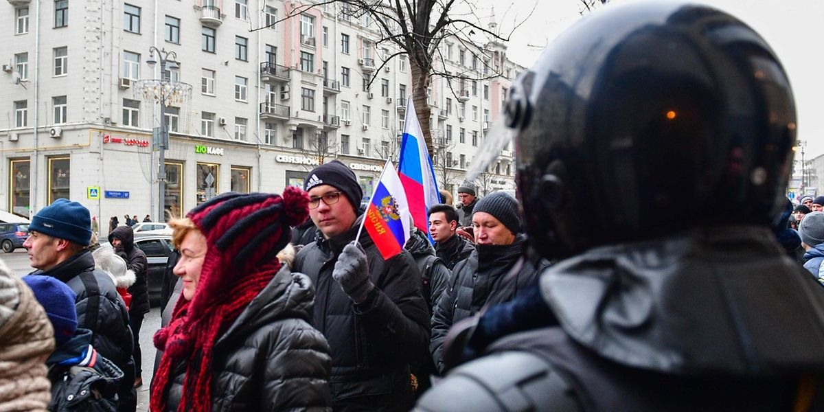 Supporters of opposition leader Alexei Navalny take part in a rally calling for a boycott of March 18 presidential elections, Moscow, January 28, 2018. / AFP PHOTO / Mladen ANTONOV
