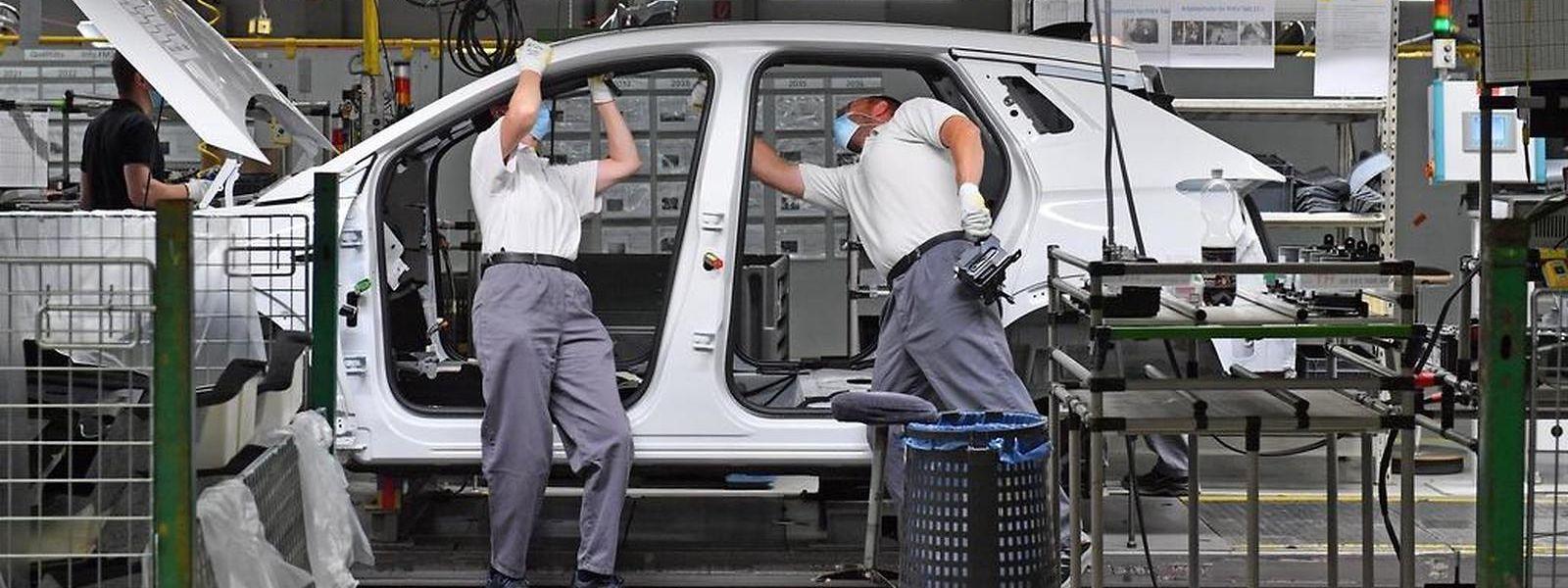Le secteur automobile, poumon de l'économie allemande mais plombé par la rareté des semi-conducteurs, se trouve actuellement en grande difficulté.