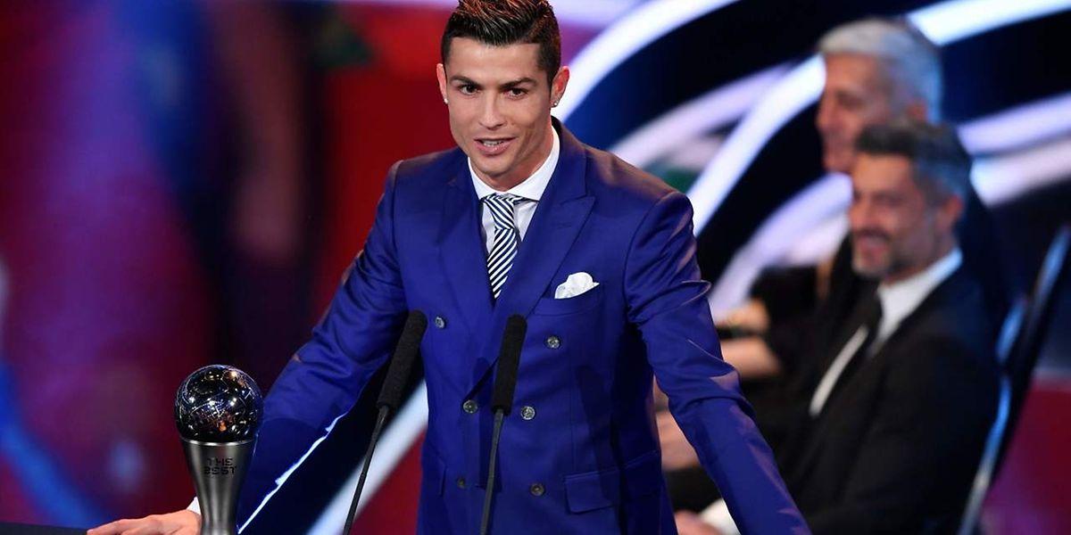 Cristiano Ronaldo löst Lionel Messi als FIFA-Weltfußballer ab.
