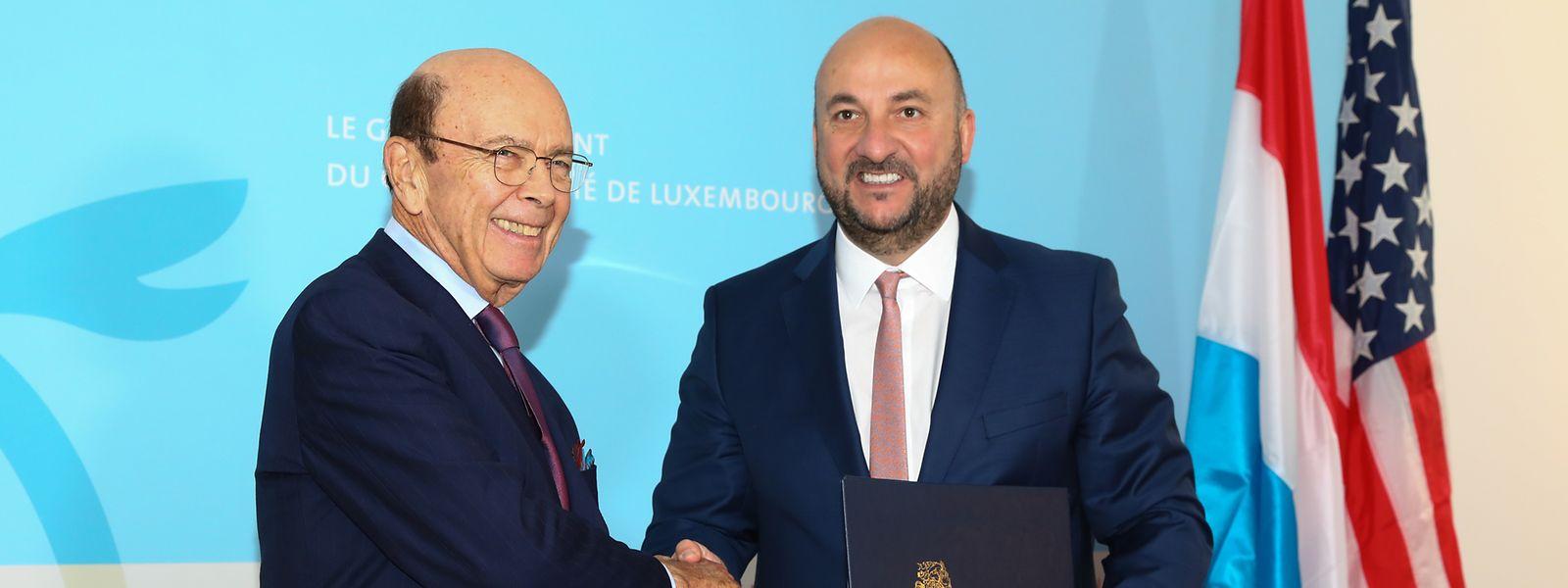 Wilbur Ross, secretário norte-americano do Comércio, e Étienne Schneider, vice primeiro-ministro, ministro da Economia e da Saúde.
