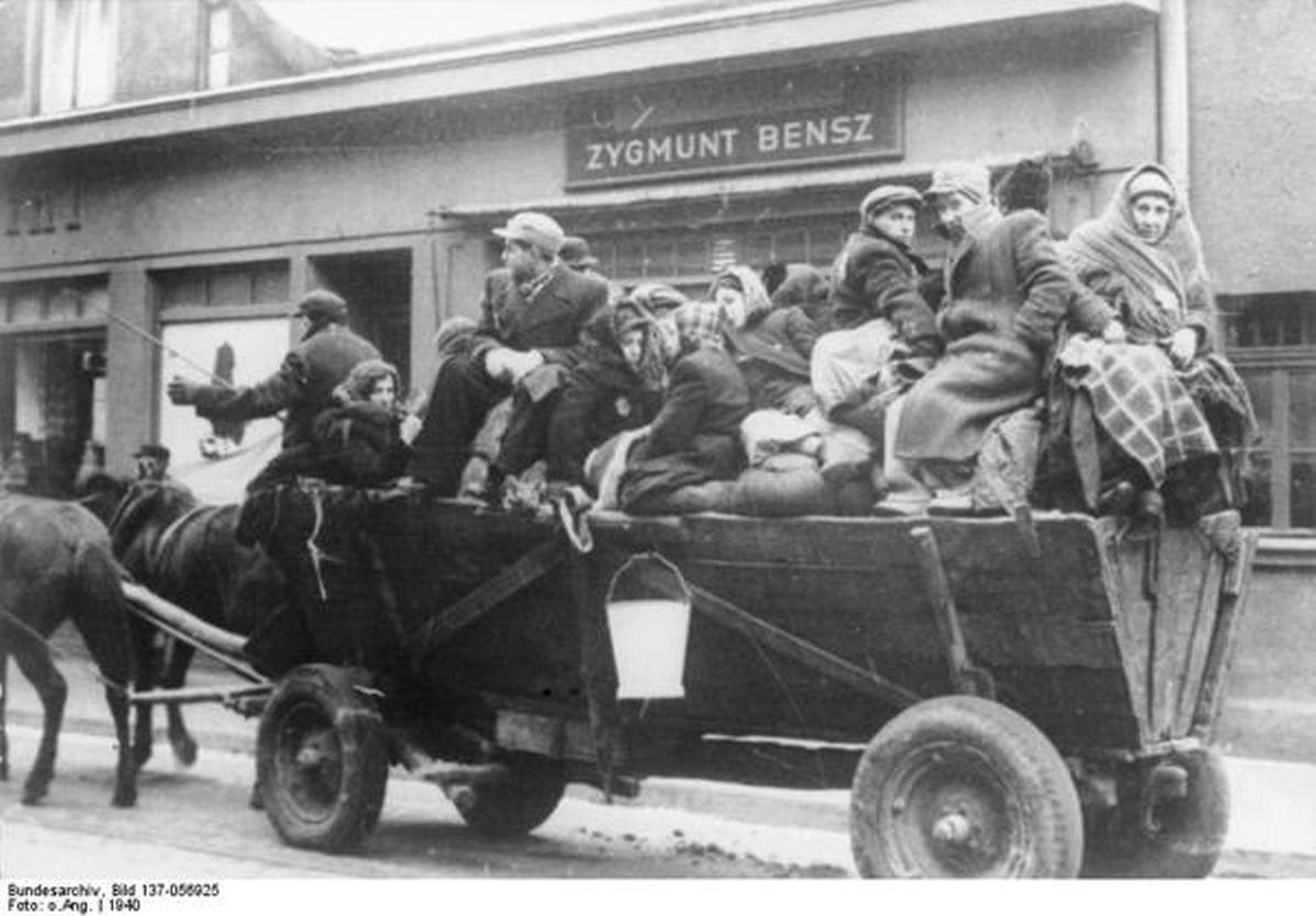 Juden kommen in Litzmannstadt an.