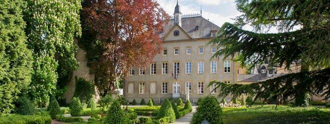 Die Ursprünge des Bauwerks reichen bis ins Jahr 1390 zurück. Seit 2010 beherbergt das Schloss das Hotel der Goeres-Gruppe.