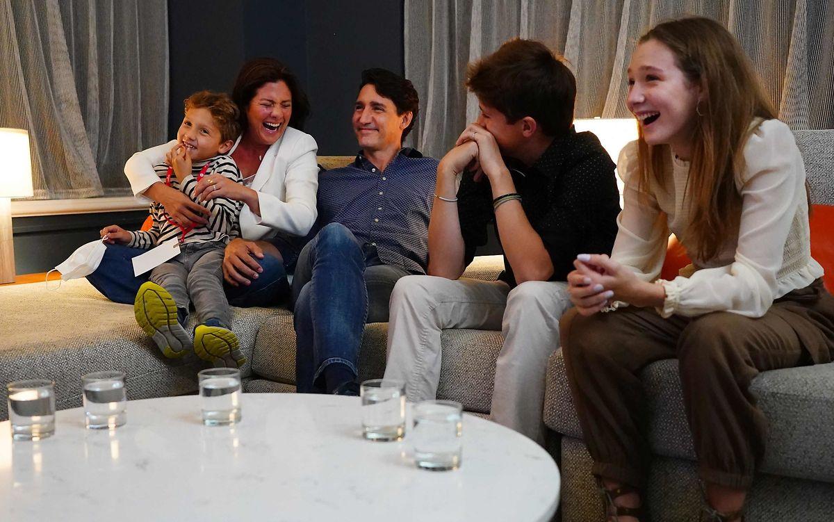 Justin Trudeau am Wahlabend mit seiner Frau Sophie Gregoire-Trudeau und den Kindern, Xavier, Ella-Grace und Hadrien.
