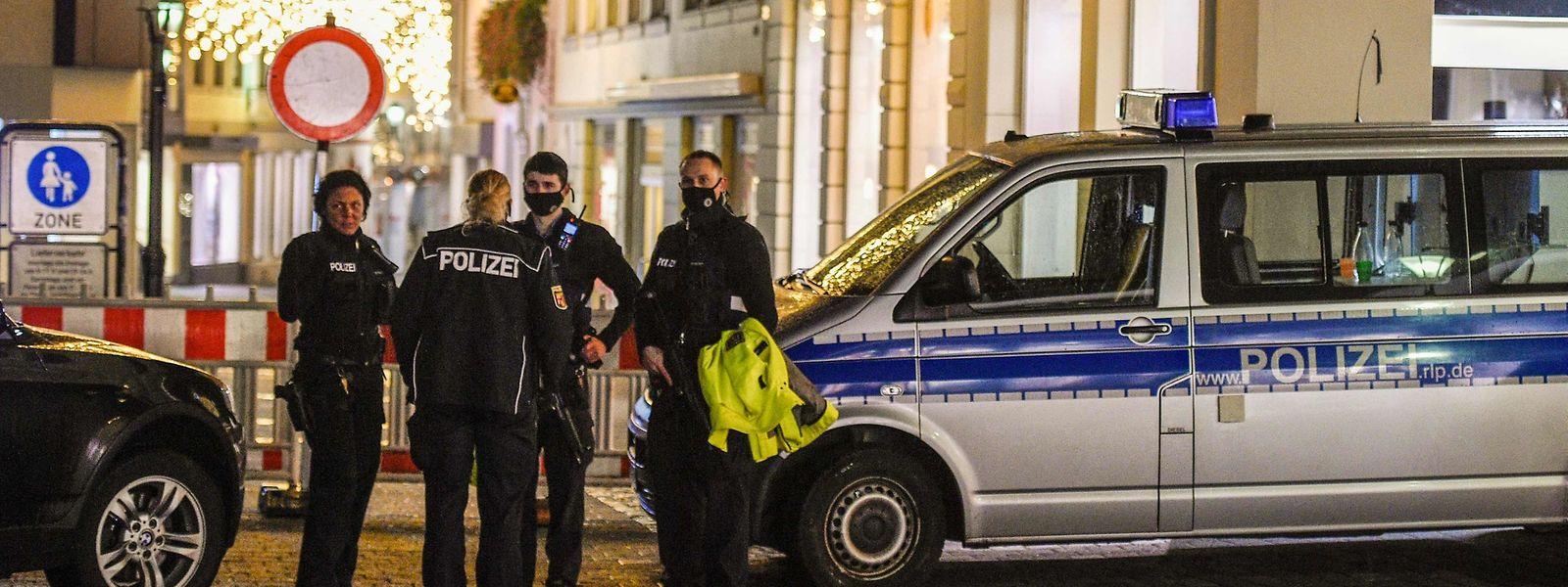 Polizei in der Trierer Innenstadt: Bei einer Amokfahrt am Dienstagnachmittag kamen fünf Menschen ums Leben.