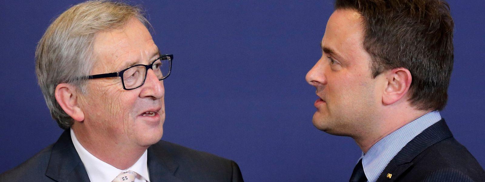 O presidente da Comissão Europeia Jean-Claude Juncker e o primeiro-ministro Xavier Bettel.