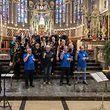 Der Domchor sang für die Kirchengemeinde, parallel dazu übersetzte ein Gebärdenchor.