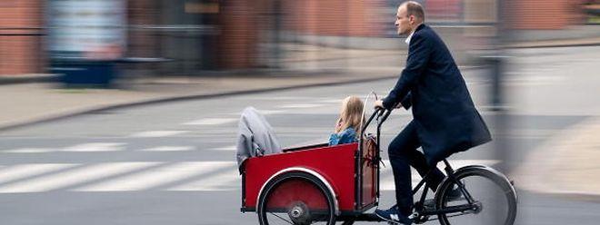 Plus qu'un simple transporteur: le vélo-cargo est devenu un moyen de déplacement en vogue.